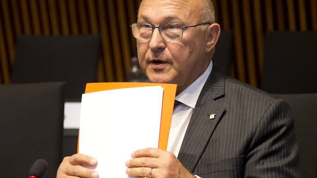 Finanzminister Sapin setzt erneut den Rotstift an - dennoch wird die Schuldenlast Frankreichs weiter steigen (Archiv)