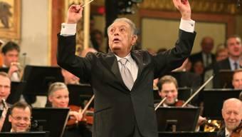 Der Maestro Zubin Mehta beim Neujahrskonzert 2015 in Wien: 1981 ist er beim Israelischen Philharmonieorchester in Tel Aviv zum Musikdirektor auf Lebenszeit ernannt worden; diese Ära endet am nächsten Sonntag, wenn er das Orchester zum letzten Mal in dieser Funktion dirigiert. (Archivbild)