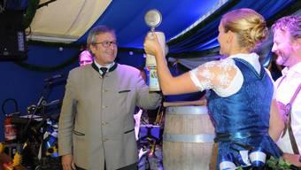 Einer der seltenen öffentlichen Auftritte von FDP-Stadtrat Andres Türler in letzter Zeit: Bierfass anzapfen am Oktoberfest auf dem Zürcher Bauschänzli.