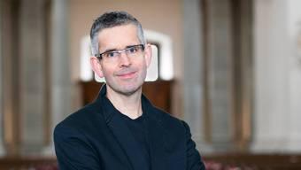 In der St. Ursen Kathedrale war Andreas Reize einst ein Singknabe, jetzt wird er Dirigent des berühmtesten, geistlichen Knabenchors der Welt in Leipzig.