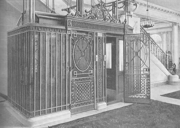 Schlieren Aufzugsanlagen wurden in der ganzen Welt eingesetzt. Die Sparte Aufzugbau verhalf dem Unternehmen zum Welterfolg. Schlieren Lift aus dem Jahre 1920 in Bern. Bild © SWS Museum Schlieren