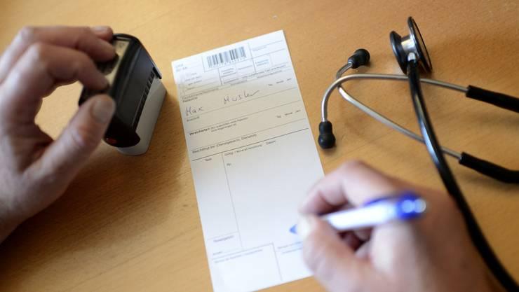Häufig werden die Erwartungen eines Patienten vom Arzt nicht erfüllt: Bei der Ombudsstelle können sich unzufriedene Patienten melden. (Symbolbild)