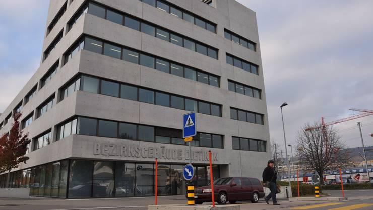 Bezirksgericht Dietikon: Neun Angeklagte mussten antraben.