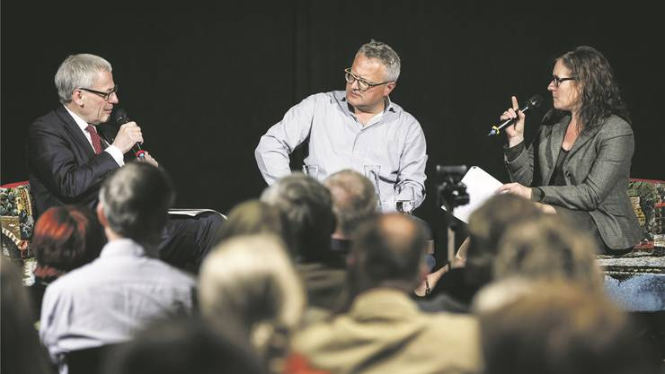 Stadtpräsident Kurt Fluri und Stadtpräsidiums-Kandidatin Franziska Roth an einem Podium.