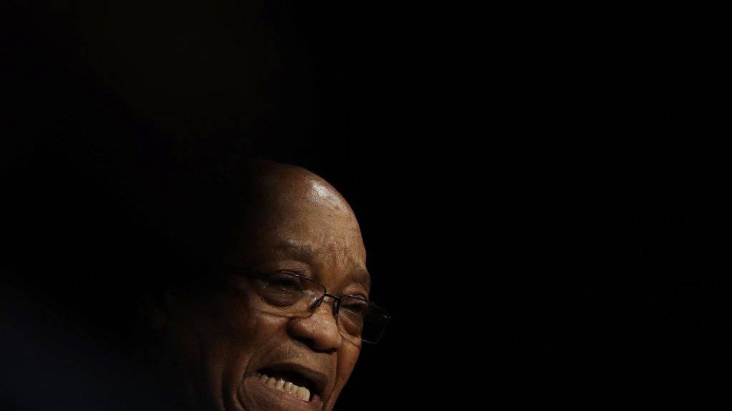 Zuma hält sich trotz zahlreicher Korruptionsaffären seit Jahren in Südafrika an der Macht. Ein Entscheid des Verfassungsgericht hat ihm etwas Luft verschafft.