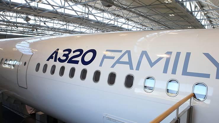 Der Flugzeugbauer Airbus hat als Reaktion auf den Coronavirus den Bau von Passagierflugzeugen in China gestoppt. (Archiv)