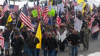 Demonstranten protestieren in Burns, Oregon, für die Freilassung der wegen Brandstiftung angeklagten Familie.