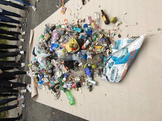Eindrücklich: Viel Müll entlang der Aare.