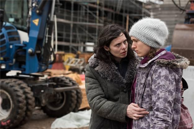 ...die beiden Darstellerinnen Margarita Breitkreiz (als Marija) sowie Olga Dinnikova (als Olga) in einer Szene seines starken Debütfilms «Marija».