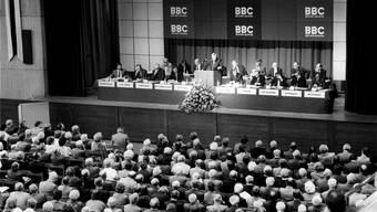 11. August 1987: Fritz Leutwiler, Präsident der BBC, spricht an der ausserordentlichen GV zur Fusion mit Asea zur Asea Brown Boveri, ABB. Key