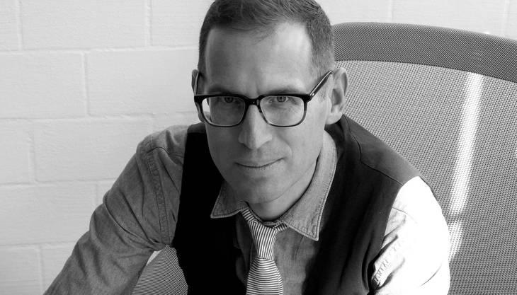 Jeroen van Rooijen ist Stilexperte. Er leitete bis Mitte 2010 den Stil-Bund der «NZZ am Sonntag». Bis 2013 war er Stilkolumnist.