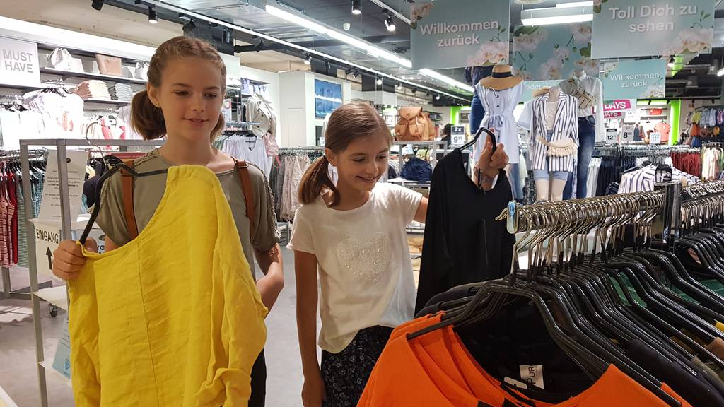 «Willkommen zurück» – viele Shopper im Rheinpark