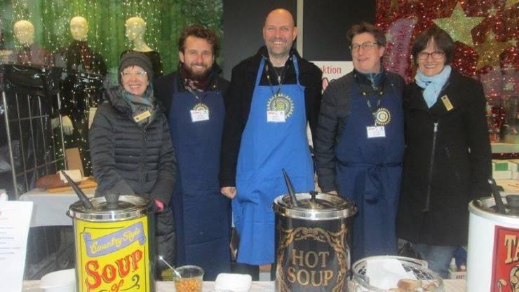 Die Helfer des Suppentags am Stand in Olten.