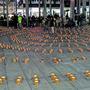 Hunderte Kerzen wurden in konzentrischen Kreisen angeordnet.