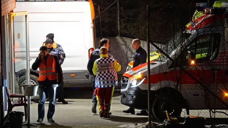 In der Asyl-Durchgangsstation Steinhausen im Kanton Zug haben sich seit heute Nachmittag um 15 Uhr mehrere Personen verschanzt.