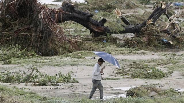 """Der Taifun """"Roke"""" verlässt in Japan eine Spur der Verwüstung"""