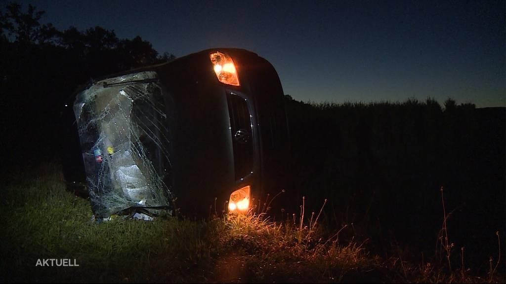 Zwei Teenager klauen je ein Auto und bauen einen Unfall