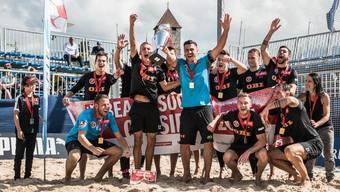 Die Männer des BSC Havana Shots Aargau feiern ihren Cupsieg.