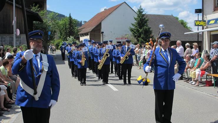 Parade Wegenstetten.jpg