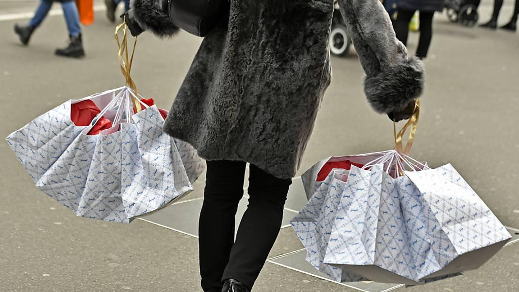 Für die Detailhändler ist das Weihnachtsgeschäft einer der wichtigsten Umsatztreiber überhaupt. Doch die Coronapandemie dürfte dieses heuer erschweren. (Themenbild)