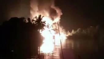 """Die Explosion einer Öl-Pipeline hat ein """"riesiges Inferno"""" verursacht und hunderte Anwohner in die Flucht getrieben. (Bild vom 1. März)"""