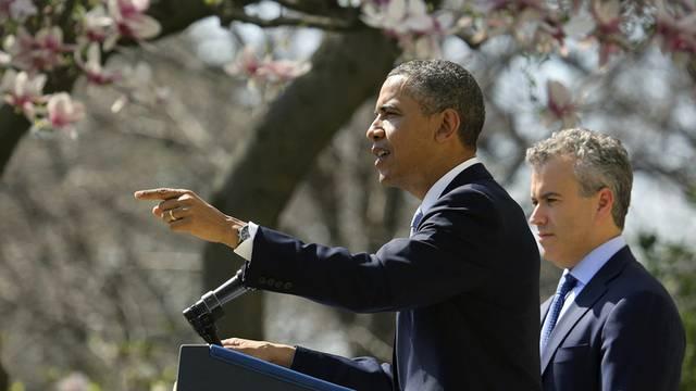 US-Präsident Barack Obama (links) und der Budget-Experte Jeffrey Zients präsentieren im Rosengarten des Weissen Hauses ihren Vorschlag für den Etat 2014