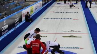 Schweizer Männer starteten mit einem Sieg