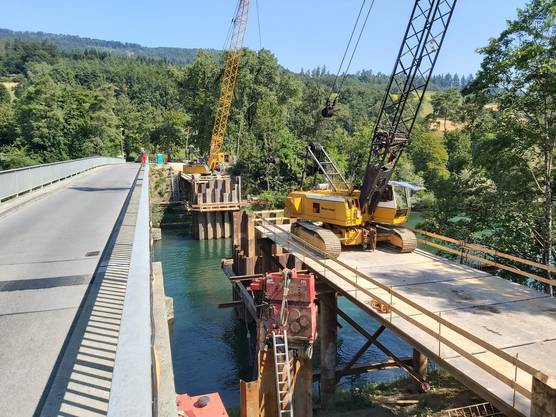 Aufwändige Baupiste für die neue Brücke. Bild aufgenommen am 24.07.2019