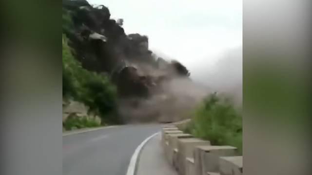 Seltenes Video: Riesiger Bergsturz in China