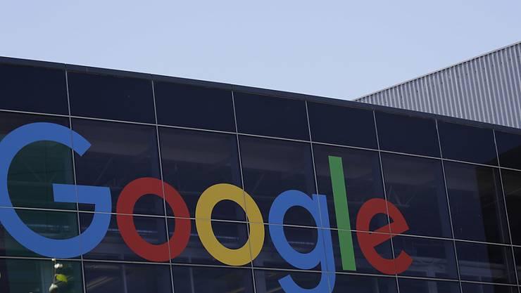 Der Google-Konzern ist nun auch in den USA in die Fänge der Justiz wegen Wettbewerbsfragen geraten. (Archivbild)