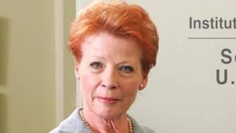"""Die Schauspielerin Renate Schroeter - hier als Sekretärin Ulla Grünbein in der ZDF-Serie """"Der letzte Zeuge"""" - ist mit 77 Jahren gestorben. (Archivbild)"""
