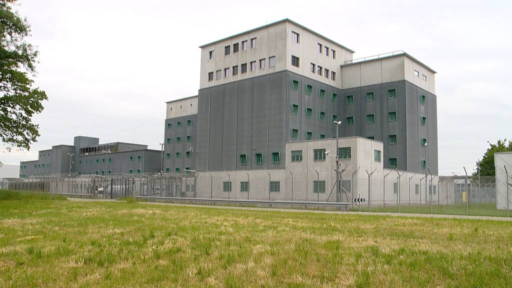 Ausbruch aus Flughafengefängnis: Von Häftlingen fehlt jede Spur