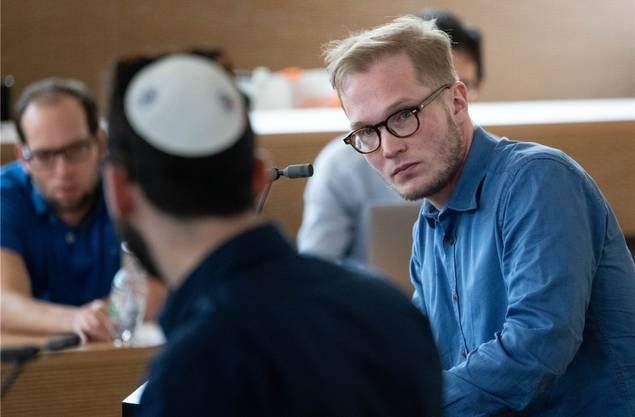 Der Aarauer Michel Holz, Präsident der Swiss Union of Jewish Students, bei der Debatte am Sonntag in Aarau.