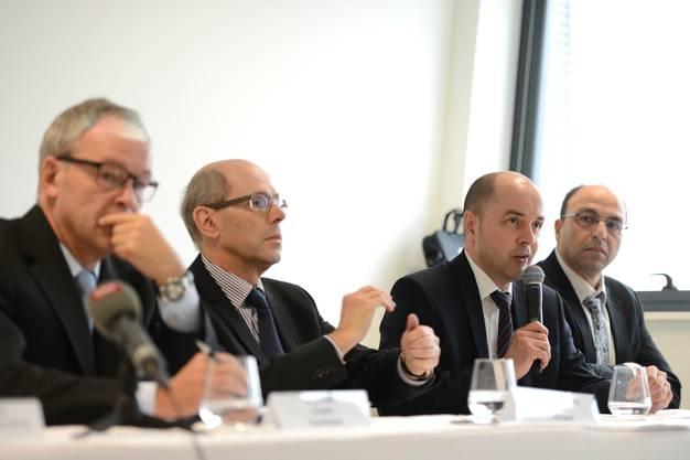 EAP-Direktor Jürg Rämi, Stellvertretender Direktor Vincent Devauchelle, Jean-Caude Chuat (IG Cargo), Farid Yahiaoudi (Firma WFS) (v. l.)  - An der Pressekonferenz.