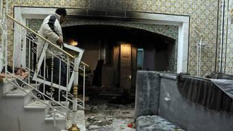 Plünderer im Haus von Ben Alis Schwager Belhassen Trabelsi (Archiv)