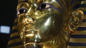 Goldene Totenmaske von König Tutanchamun.