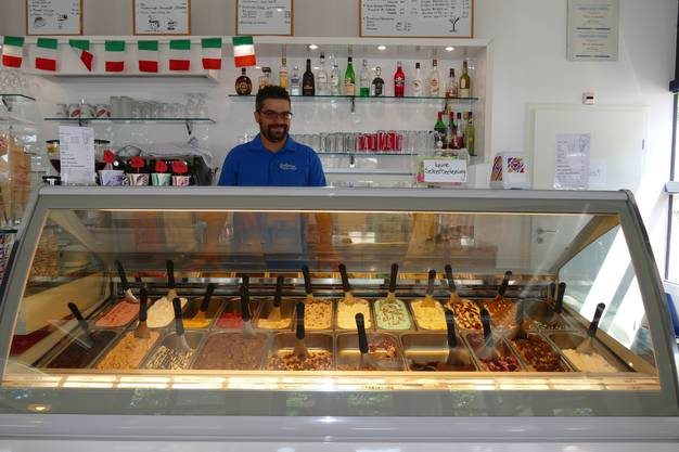 Chef Paolo Ammendolia hat viele Glace-Sorten im Angebot.