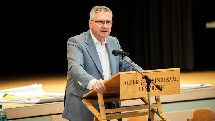 Kantonalpräsident Andreas Glarner rief in seiner Ansprache zu mehr Engagement im Wahl- und Abstimmungskampf auf.