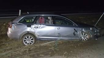Nachdem der 55-jährige Mann alkoholisiert in den Wildschutzzaun krachte, entfernte er sich ohne Meldung an die Polizei von der Unfallstelle.
