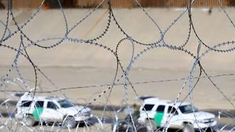 Stacheldraht bei Tijuana: Um 36 Prozent ist seit Juni die Zahl der Migranten zurückgegangen, die von Mexiko aus über die Grenze in die USA gelangt sind. (Archivbild)