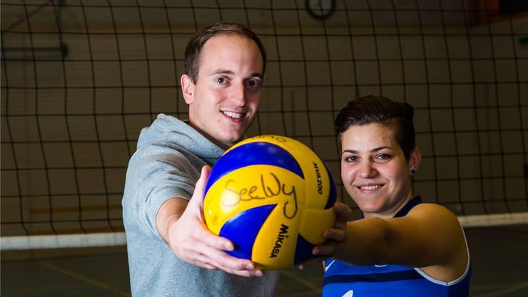 Philipp Joller (Trainer) und Adriana Pepe (Captain) des 1.-Liga-Volleyball-Frauenteams von Dynamo SeeWy.
