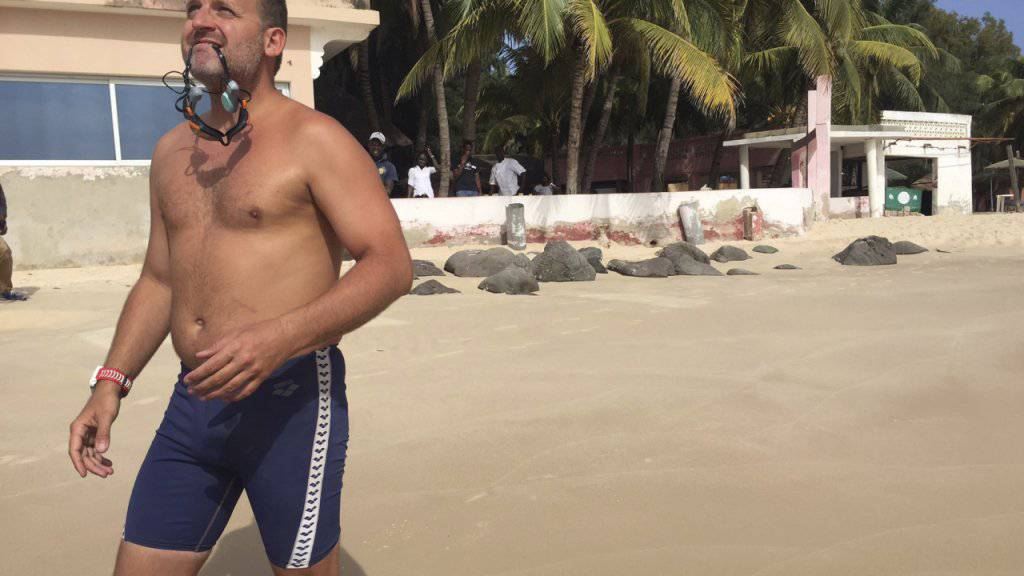 Der Brite Ben Hooper am Strand von Dakar, von wo aus er seine Tour über den Atlantik in Angriff nimmt.