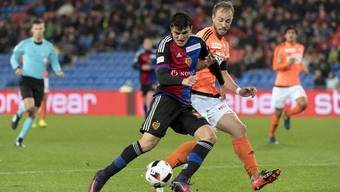 Mohamed Elyounoussi (l.) behauptet den Ball gegen Lausannes Getaz. Behauptet er auch den Platz in der Startformation?