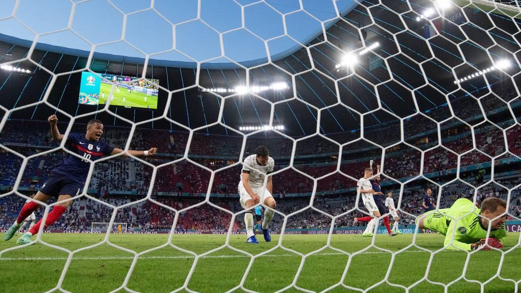 Frankreich gewinnt gegen Deutschland 1:0 - wegen Eigentor