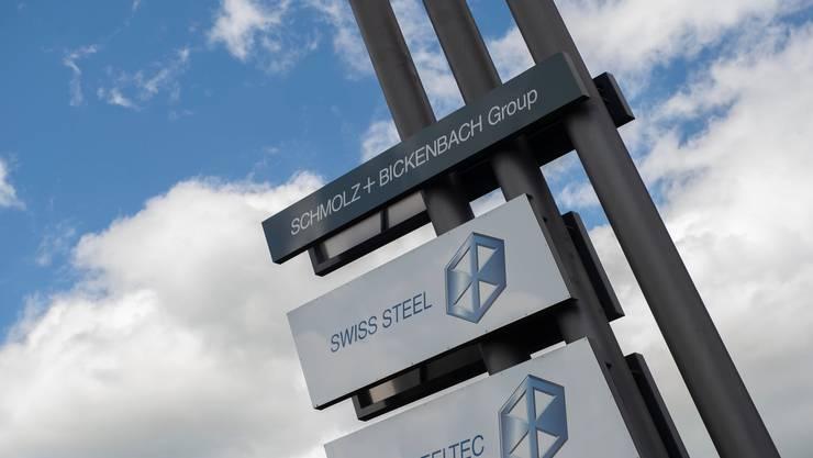 Der in Luzern beheimatete Stahlhersteller Schmolz + Bickenbach nennt sich neu Swiss Steel Group und halbiert den Aktiennennwert. (Archivbild)