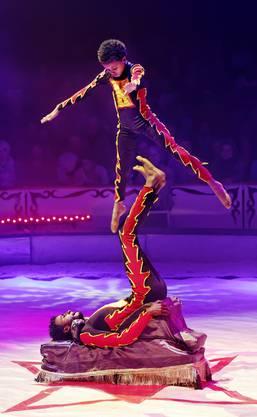 Wenn Gabreanenya Meles (ÄTH) seinen Partner Mebrahtu Negasi (ÄTH) durch die Luft wirbelt, dann stockt dem Publikum der Atem.