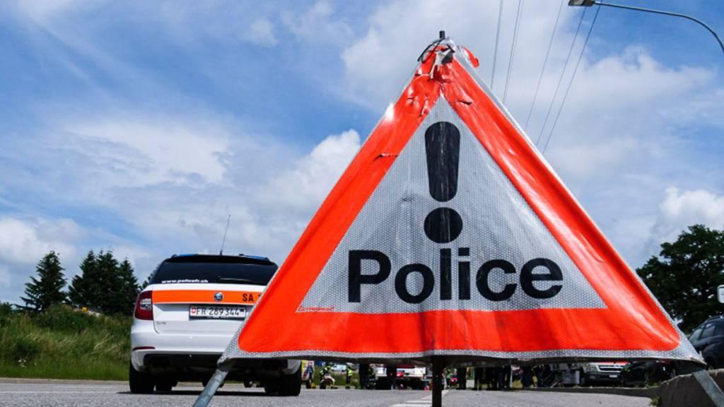 Die Freiburger Kantonspolizei hat am Samstagabend eine gezielte Kontrolle gegen Fahrzeuge mit gesetzeswidrigen Modifikationen durchgeführt.