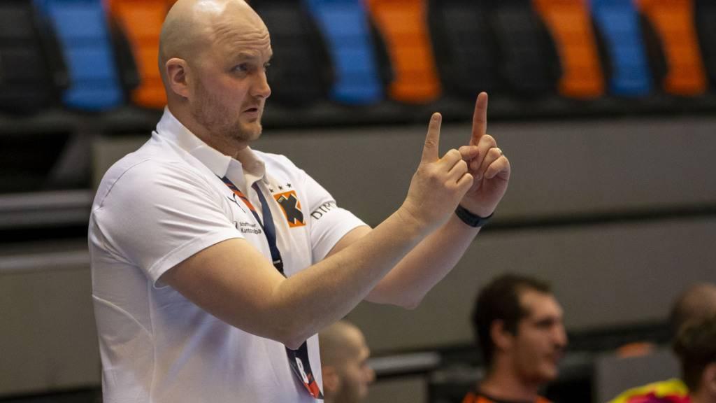 Kadetten-Coach Adalsteinn Eyjolfsson zeigt es an: An der Spitze der NLA bleibt alles nah zusammen (Archiv)