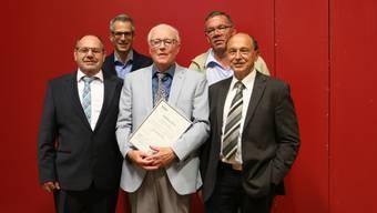 Georg Winter (Mitte) bekam an der Gemeindeversammlung das Ehrenbürgerrecht der Gemeinde Kaisten verliehen. Der Gemeinderat würdigte damit seine wertvollen Verdienste.