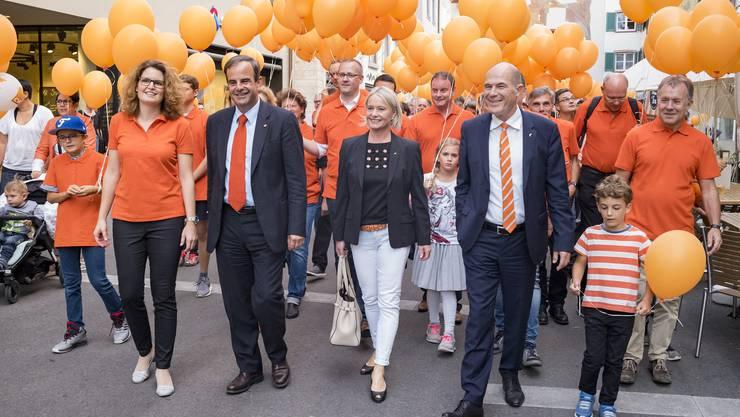 Umzug von links: Parteipräsidentin Brigitte Müller-Kaderli, CVP-Präsident Gerhard Pfister, Nationalrätin Elisabeth Schneider-Schneiter und Baselbieter Regierungsrat Anton Lauber.